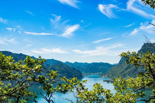 Due BANDIERE BLU accanto a noi: il Lago di Roncone e il Lago d'Idro!
